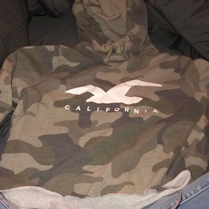 hollister cropped camouflage hoodie